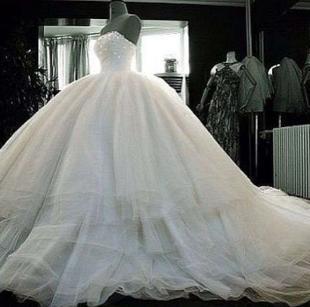 Largest Wedding Dress: I Just Want To Try On The Biggest Wedding Dress I Can Find