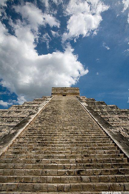 Kukulkan.........Expo de fotografías de Chichén Itzá, México)                                                                                                                                                     Más