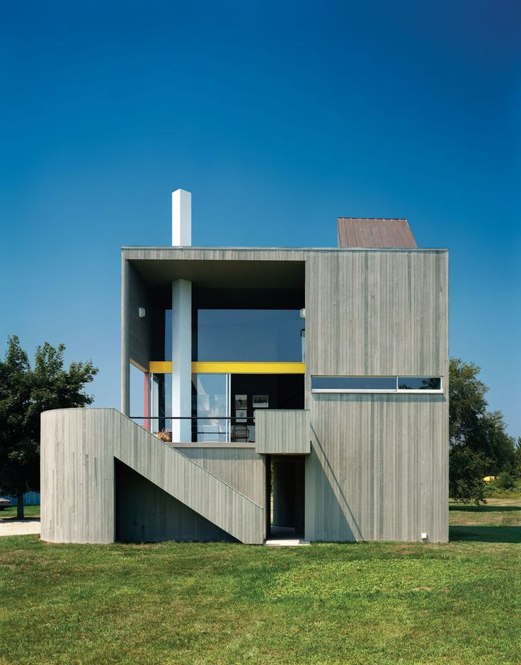 Charles gwathmey s residential masterpiece a modest but for Modern house siding solutions