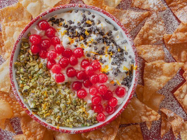 Deconstructed Cannoli Chips and Dip #CannoliDip #Dessert