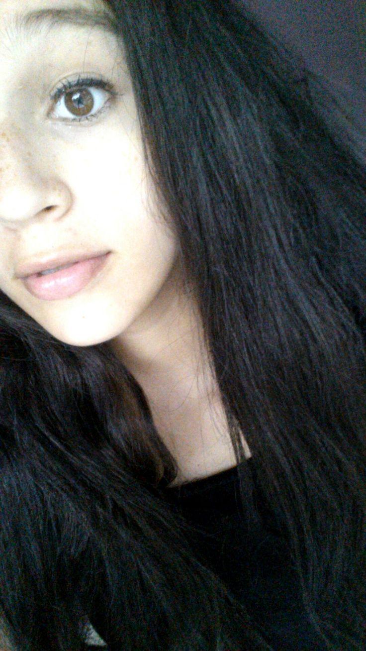 Je m'apelle Jocelyn Lievanos. J'ai quinze ans. Mon anniversaire est le 30 mars.