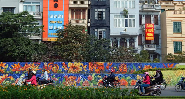 Keramická mozajková zeď v Hanoji. #hanoj #cestovani #keramika #travel #vietnam