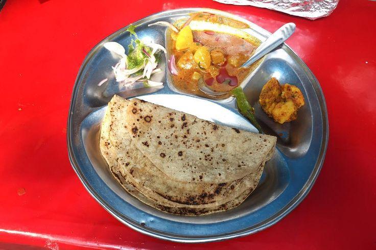 毎日いちカレー インド人にすればカレーっていう一括りにならないんだろうけど 今日もチャパティがうまい . . #india #lifeinindia #life #travel #scenery #snack #indianfood #food #foodie #streetfood #lunch #インド #インド暮らし #暮らし #インドの日常 #風景 #旅 #インド料理 #世界のごはん #ランチ