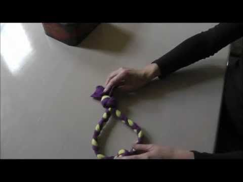 Tug touw, Fleece hondenspeelgoed zelf maken d.m.v. vlechten. Fleece tug toy for your pet