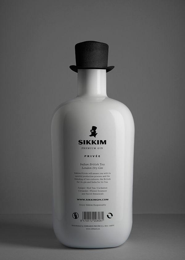 Restyling de marca y Packaging para marca de GinebraEl único requisito del cliente fue mantener su símbolo (la ilustración del personaje con sombrero de copa) por lo que se optó por utilizarlo como protagonista de toda la nueva línea de packaging.El so…