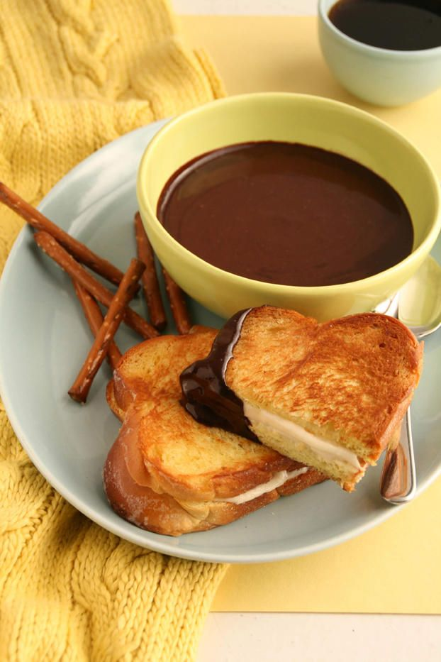 Chocolate soup and Grilled Cheese sandwiches   • http://www.mydcdsite.com/jenleiberg