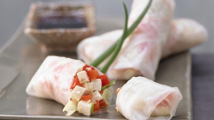 Gefüllte Reisblätter für Fans der asiatischen Küche: Gefüllte Reisblätter mit Tofu | http://eatsmarter.de/rezepte/gefuellte-reisblaetter