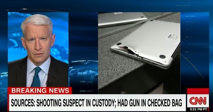 Terroranschlag an Flughafen: MacBook fängt 9mm Kugel ab - https://apfeleimer.de/2017/01/terroranschlag-an-flughafen-macbook-faengt-9mm-kugel-ab - Nachdem bei dem Terroranschlag auf den Fort Lauderdale-Hollywood Airport fünf Menschen von einem wahnsinnigen Terroristen erschossen wurde, meldet sich nun ein junger Mann zu Wort, der angibt, sein MacBook habe eine Kugel des Schützen abgefangen und ihm so das Leben gerettet. Terroranschlag F...