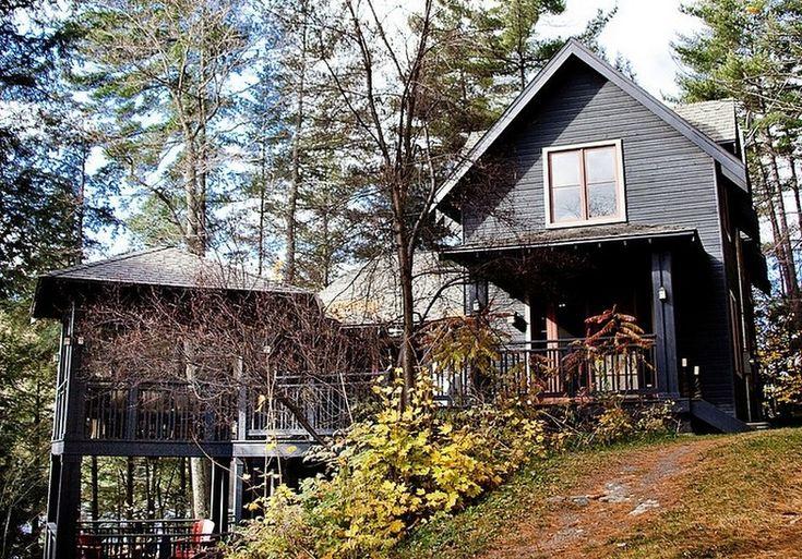 Ciepłe odcienie drewna: drewniany dom o zapraszającym i ciepłym wnętrzu
