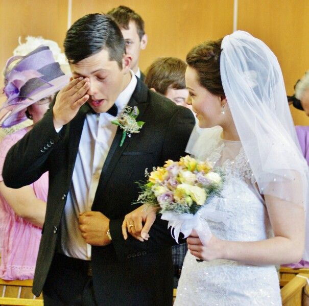 Cryinh groom :'(