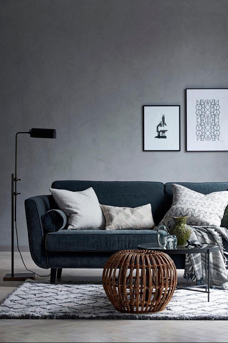 Vi på Ellos har designat och tagit fram nya soffmodeller som produceras av Furninova, en svensk kvalitetsleverantör. Soffa Vera 3-sits är en bekväm soffmodell med klädsel i mjukt sammestyg. Ramen är är byggd av massivt trä och ryggen av plywood/spånskiva. Fast komfort i kallskum svept med fibervadd. Nozagfjädring för bästa komfort. Svarta ben av trä. Klädsel i polyestersammet. Mått: Bredd 226 cm, höjd 85 cm, djup 96 cm. Sitthöjd 45 cm och sittdjup 58 cm. Vikt 56 kg (läs om fraktavgiften ...