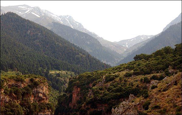 Θέα από την Τιθορέα Παρνασσός: Χιονισμένα χωριά και ωραίες διαδρομές