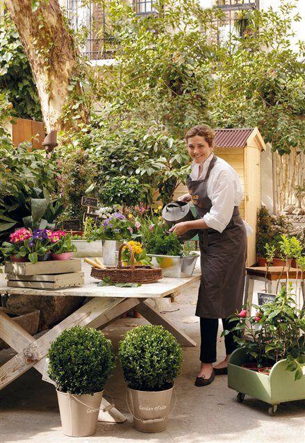 Sally Lerma en el jardín