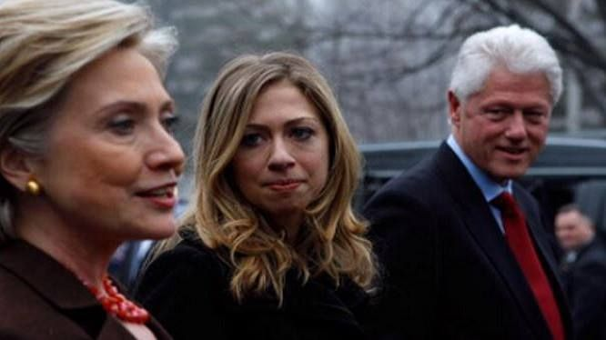 FBI Insider Leaks All: Clinton Foundation Exposed! Involves Entire US Government! (Video)