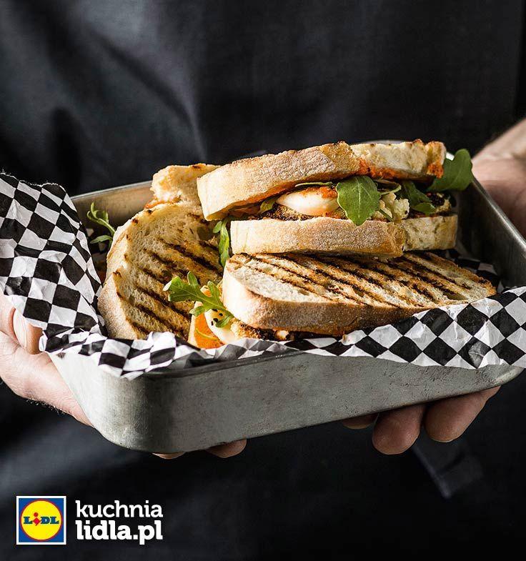 Zapiekane tosty z pieczonym kalafiorem i pastą z papryki. Kuchnia Lidla - Lidl Polska. #lidl #chrupiacezpieca