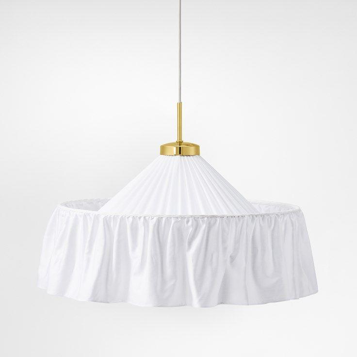Svenskt Tenns handsydda lampskärmar är formgivna av Josef Frank och tillverkade i exklusivt bomullssatin. Varje skärm är unik.  - Lampskärm Sydd 2560, Bomull, Vit, Josef Frank
