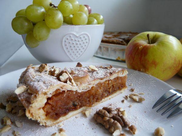 Fotorecept: Jablkový koláč s karamelom a orechmi - spojenie jabĺk, orechov a karamelu tvorí tento vynikajúci koláč