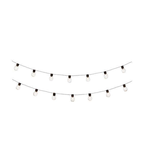 Deze hippe en mooie lichtsnoeren maken elk feestje af. Niet alleen leuk voor buiten, want hij staan binnen ook heel leuk! #HEMA #feest #lichtbulbs