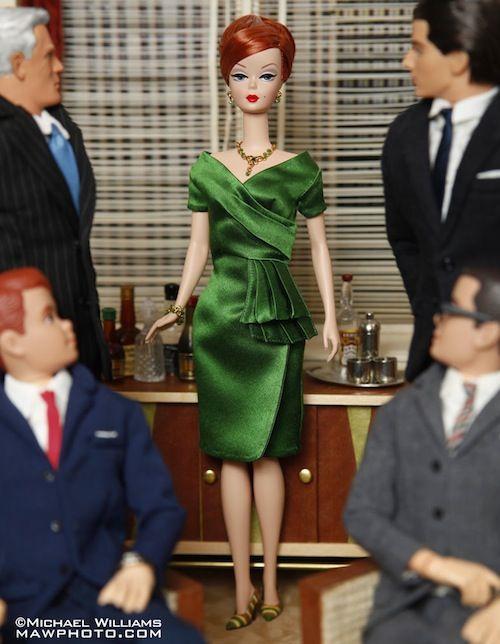 El fotógrafo Modifica las muñecas Barbie de personajes 'Mad Men' - DesignTAXI.com
