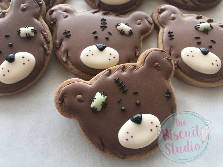 The Biscuit Studio #teddybears #cookies #royalicing #cookiedecorating #cookieicing