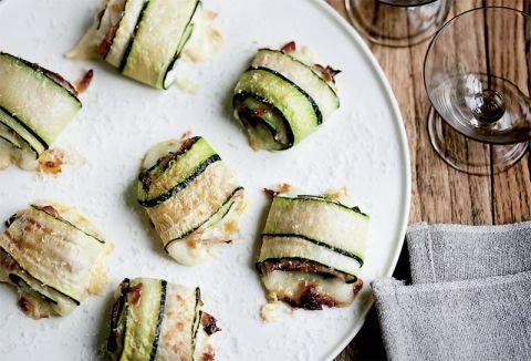 Skønne squashruller med ost og skinke – et perfekt bud på en delikat vintertapasret.