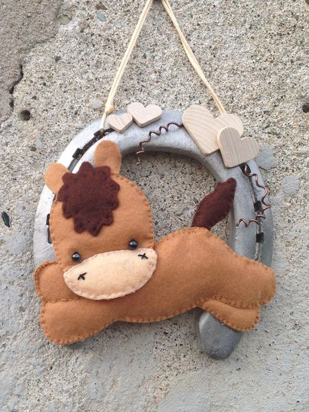 Ferro di cavallo con cavallo marrone in pannolenci di Hot Dots! su DaWanda.com
