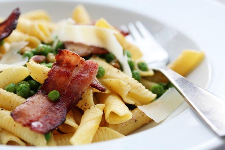 Pasta med erter, bacon, sitron og parmesan
