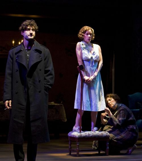 Gilbert Theater Examiner: Reviews The Glass Menagerie by the Arizona Theatre Company - Gilbert Theater | Examiner.com