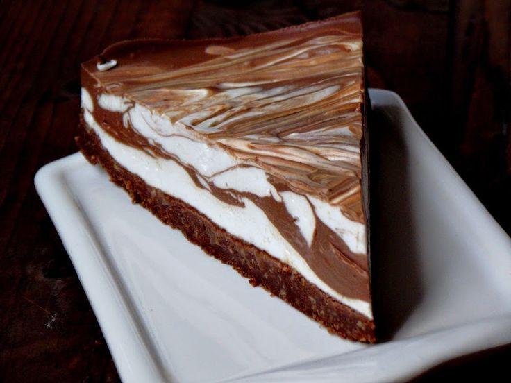Tort cu ciocolata, mascarpone si capsuni