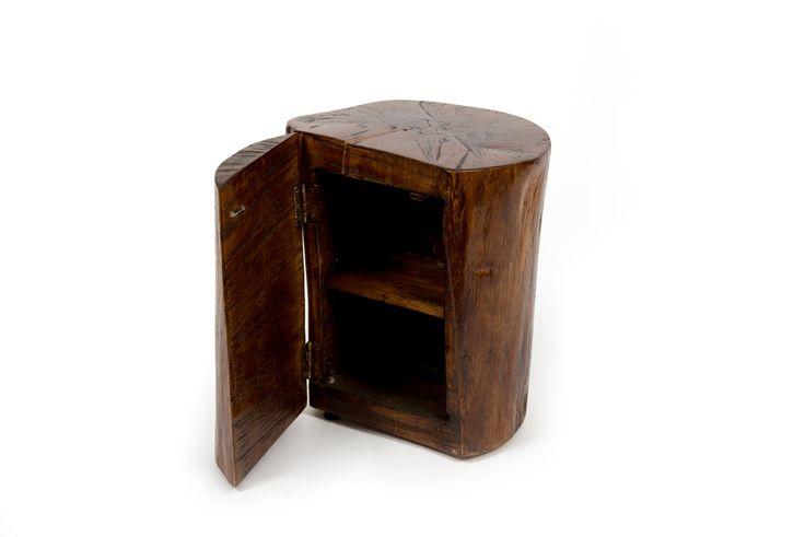 Noptiera confectionata dintr-un bustean de brad, ales cu grija, astfel incat forma naturala sa fie pastrata. #wood #nightstand #industrial #bedroom #natural #shape #metalcreativ #furniture #mobila #mobilier