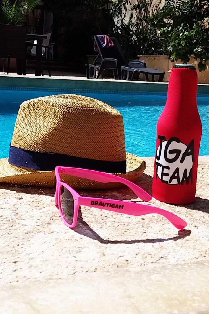 Plant ihr einen Junggesellenabschied für euren Bräutigam? Dann darf diese pinke JGA-Fun-Sonnenbrille nicht bei seinem Männer-JGA-Outfit fehlen. Damit kann die Party im Sommer wie Winter beginnen! #jga #männerjga #junggesellenabschied #trauzeuge #bräutigam #jgaideen
