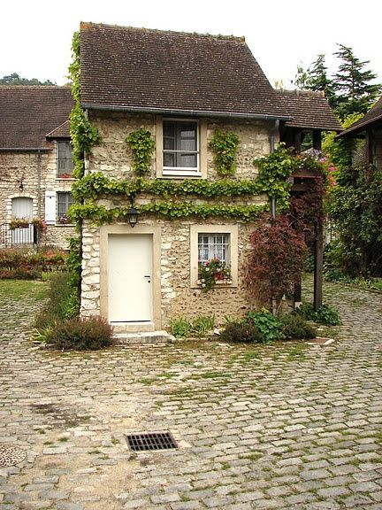 A small house in the village of Giverny, France