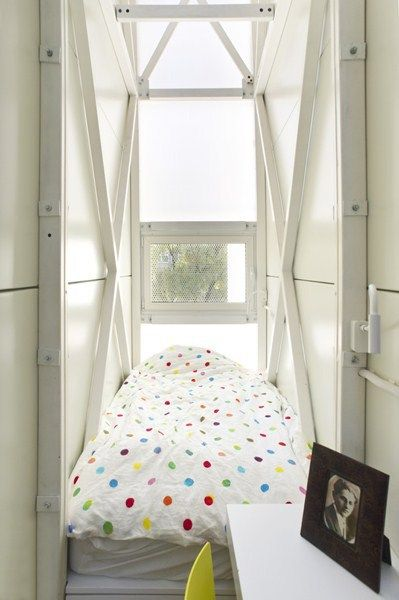 Welcome to my bedroom. The house Jakub Szczęsny designed for Keret has a floor area of 14 m2 and measures 122 cm, photo: Bartek Warzecha