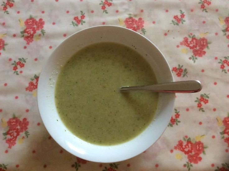 This soup got me through my 21 day hormone reset diet! Sara Gottfried's Creamy Goddess Green Soup, blinkin' lovely and energy giving: my version was a bit simpler as I had no 'aragula', so mainly cauliflower, asparagus, broccoli, spring onions and garlic with chicken broth, coconut milk, lemon juice and pepper. So good!