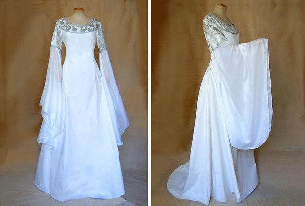 Dieses elfenhafte Kleid ist angelehnt an die Kleider von Arwen aus der Herr der Ringe Triologie.   **Farben und Stoffe** Der mittelschwere Kleiderstoff ist in Wollweiß/Seidenweiß und etwas...
