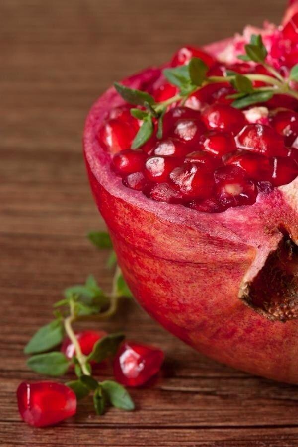 La granada , una fruta muy rica