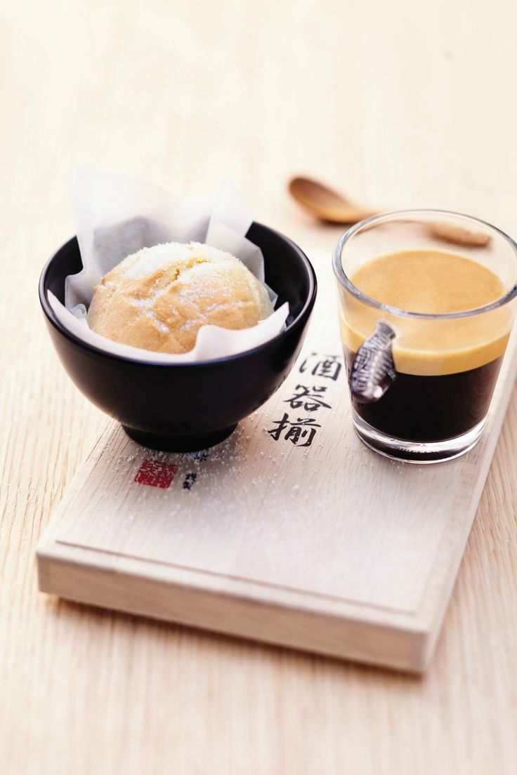 Melon Pan | This Japanese-inspired sweet bun recipe is the perfect dessert for an after-dinner treat. Complement it with our Vivalto Lungo for an amazing Nespresso moment.