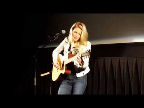 Glen Campbell's daughter performs a song about her dad's Alzheimer's disease and it's heartbreaking and beautiful | Rare