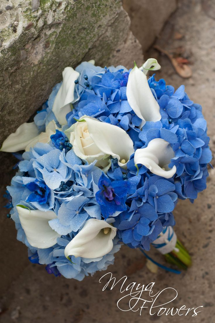 blue wedding bouquet - buchet mireasa hortensii albastre cale albe (www.maya-flowers.blogspot.ro)