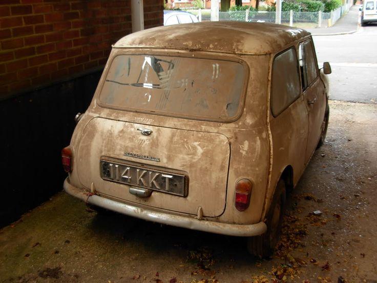 abandoned mini - aaaaaah ! I could look after it !