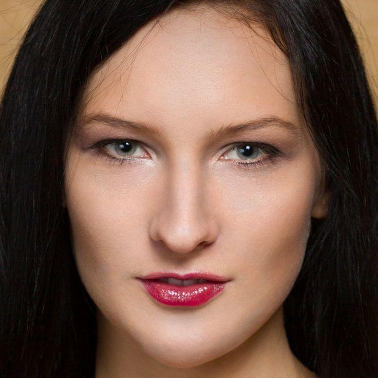 Retušovacích postupů je celá řada, ale možná vás překvapí, že u portrétů je jednou z nejefektivnějších a nejuniverzálnějších technik prosté zesvětlení a ztmavení určitých míst. Přečtěte si, jak správně tuto techniku používat.
