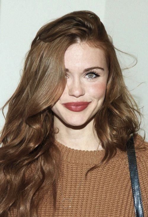 Holland Roden as Elizabeth (The Siren)