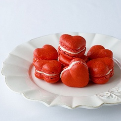 I love red velvet and I love macarons.  So this is just brilliant!: Food, Heart Shape, Valentines Day, Macaroon, Red Heart, Valentinesday, Red Velvet Desserts, Redvelvet, Macaroons