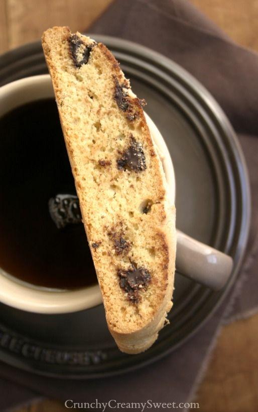 Chocolate Chip Biscotti | CrunchyCreamySweet.com