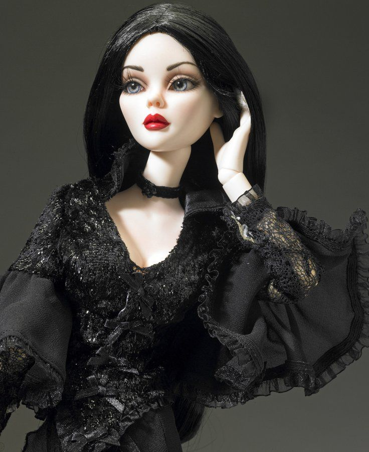 Красивая готическая кукла, фото