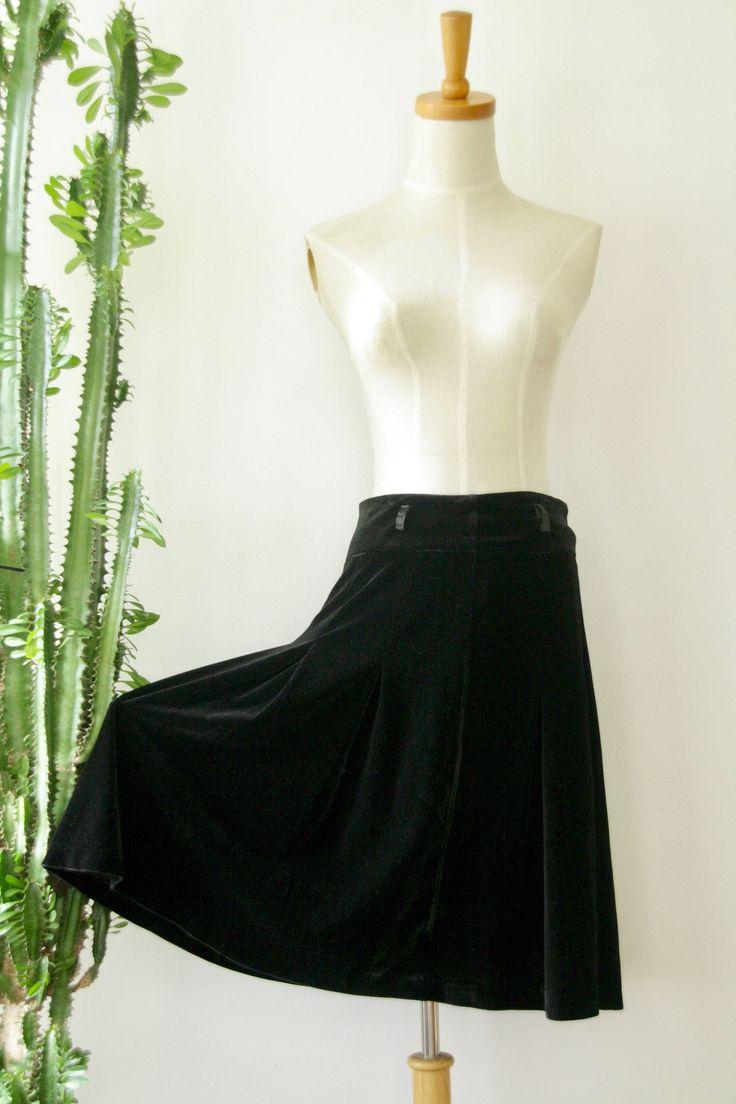 Black velvet winter skirt. Black velvet skirt. Black knee high skirt. Black A line skirt. Black 80s skirt. Velvet skater skirt. Twin Peaks by ForestHillTradingCo on Etsy