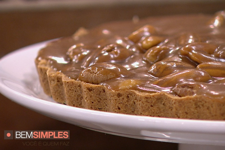 Torta de noz pecã e caramelo cremoso, por Renata Sereguetti. http://www.bemsimples.com/br/receitas/81297-torta-de-noz-peca-e-caramelo-cremoso