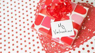 APROAPE DE PRIETENI:  Aici găsești cadoul perfect de Valentine's Day! ...