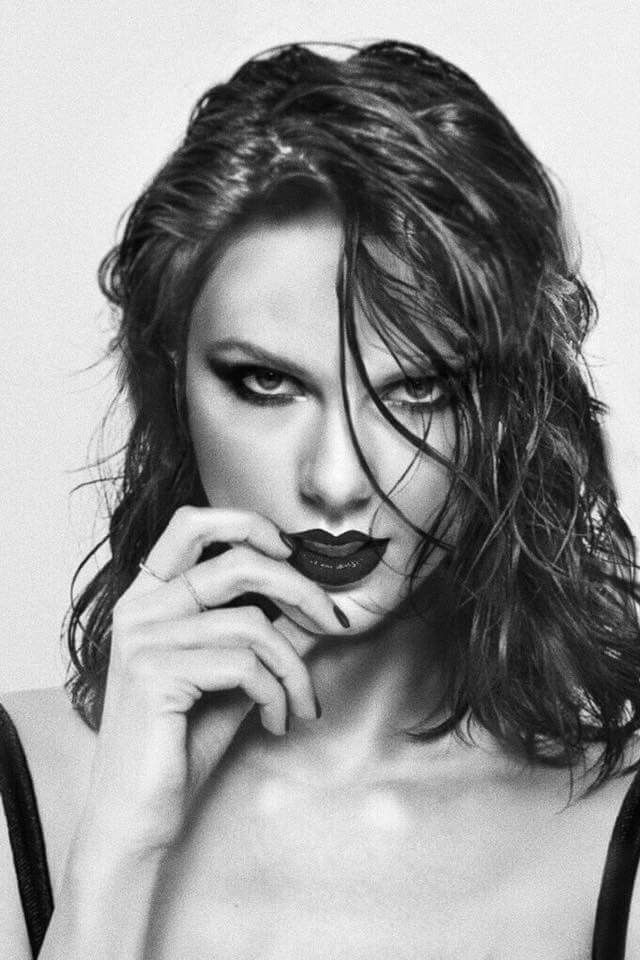 This didn't even look like Taylor swift at first woah