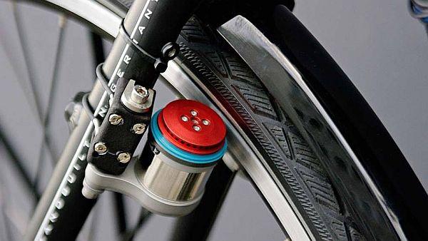 """Le changement de la bicyclette de vélo à assistance électrique """"Velospeeder"""" - tour de yens"""